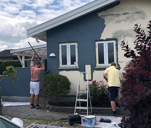 Hus får malet facade